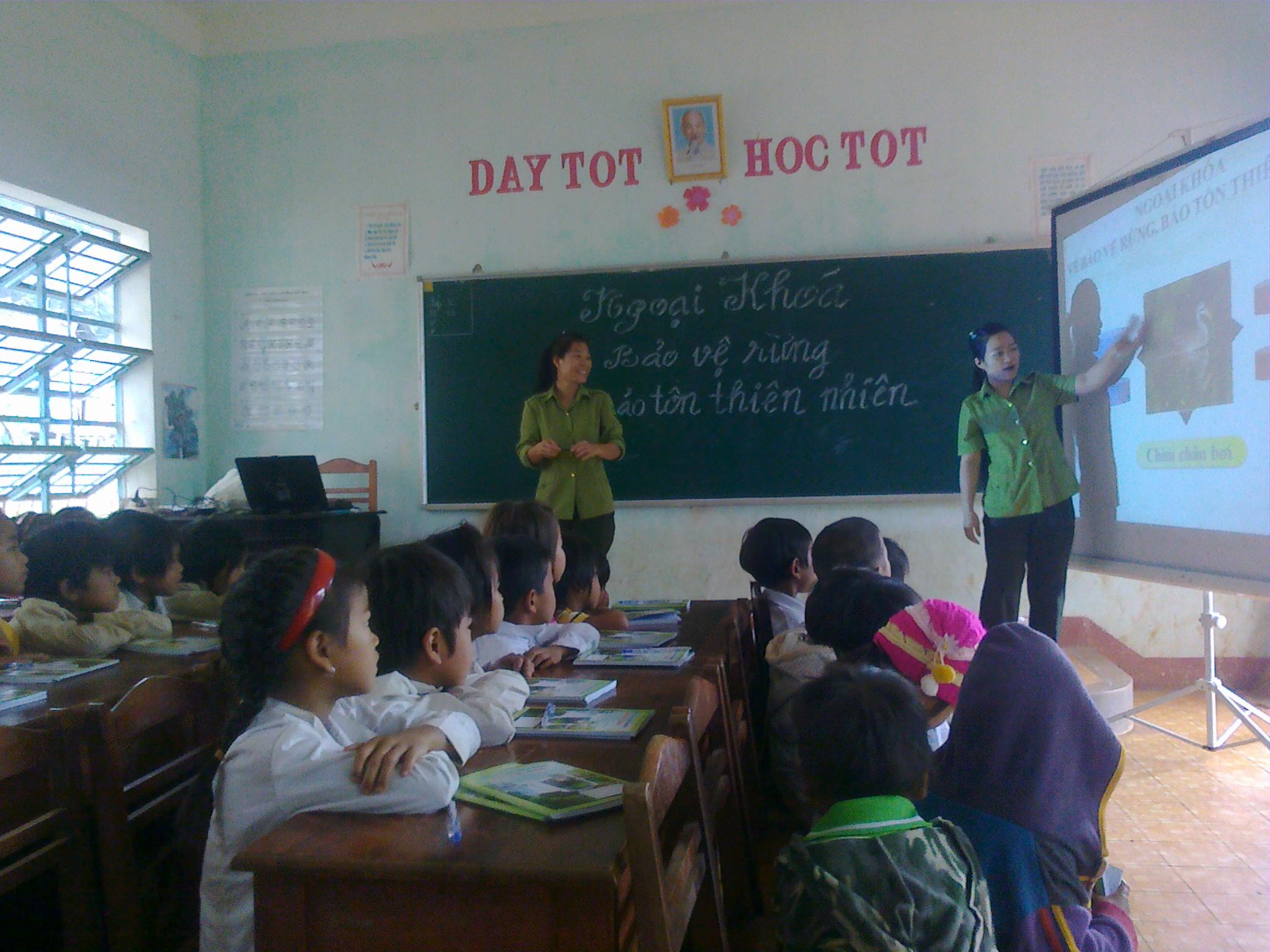 Tuyên truyền bảo vệ rừng, bảo tồn thiên nhiên đến Học sinh vùng đệm Khu bảo tồn thiên nhiên Kon Chư Răng
